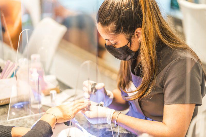 Gabinet kosmetyczny w dobie pandemii koronawirusa – jak go przygotować, aby klienci czuli się bezpiecznie?